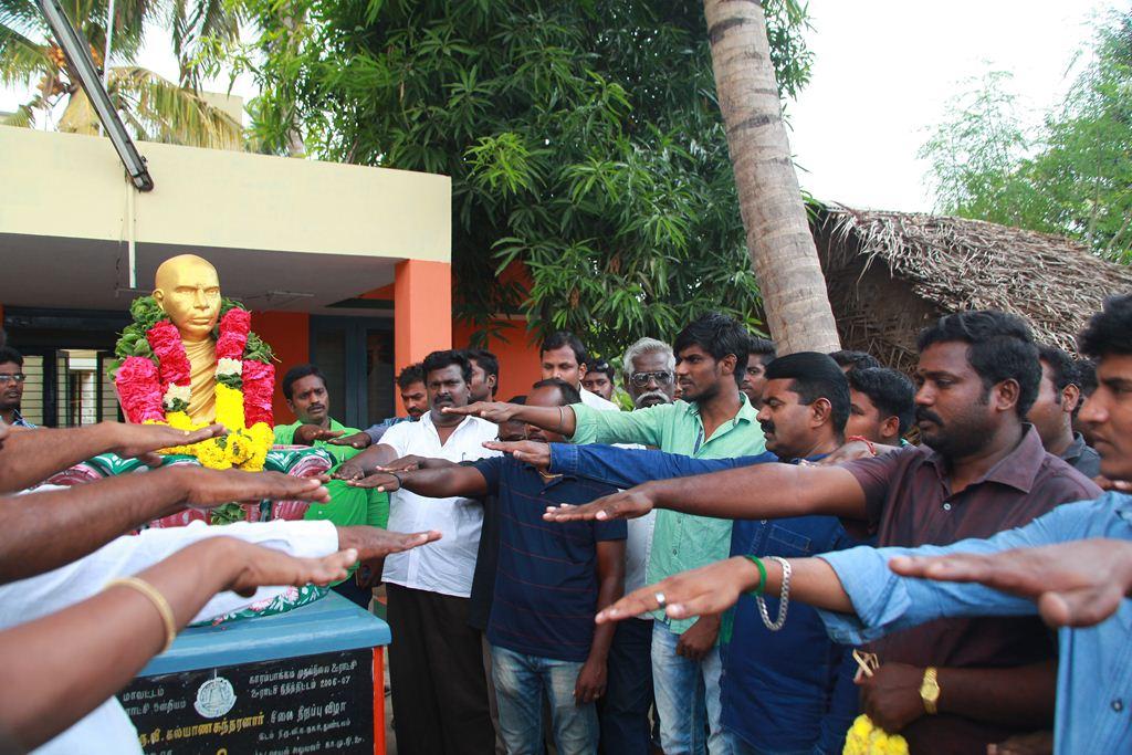 Naam Tamilar Seeman Respects Thiru Vi Ka Statue