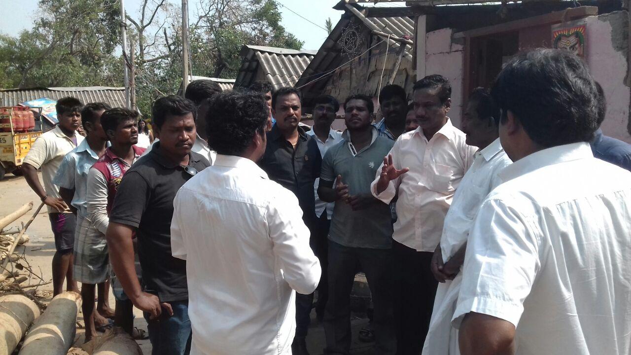 புயலினால் பாதிக்கப்பட்டுள்ள கும்மிடிப்பூண்டி ஈழத்தமிழர் முகாமுக்கு உதவுங்கள் vardha cyclone disaster gummidipoondi eelam camp naam tamilar help10