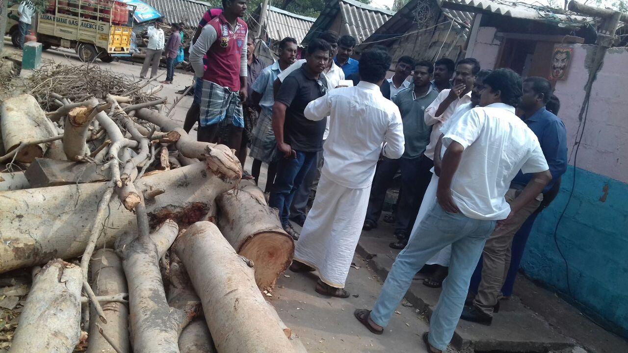 புயலினால் பாதிக்கப்பட்டுள்ள கும்மிடிப்பூண்டி ஈழத்தமிழர் முகாமுக்கு உதவுங்கள் vardha cyclone disaster gummidipoondi eelam camp naam tamilar help11