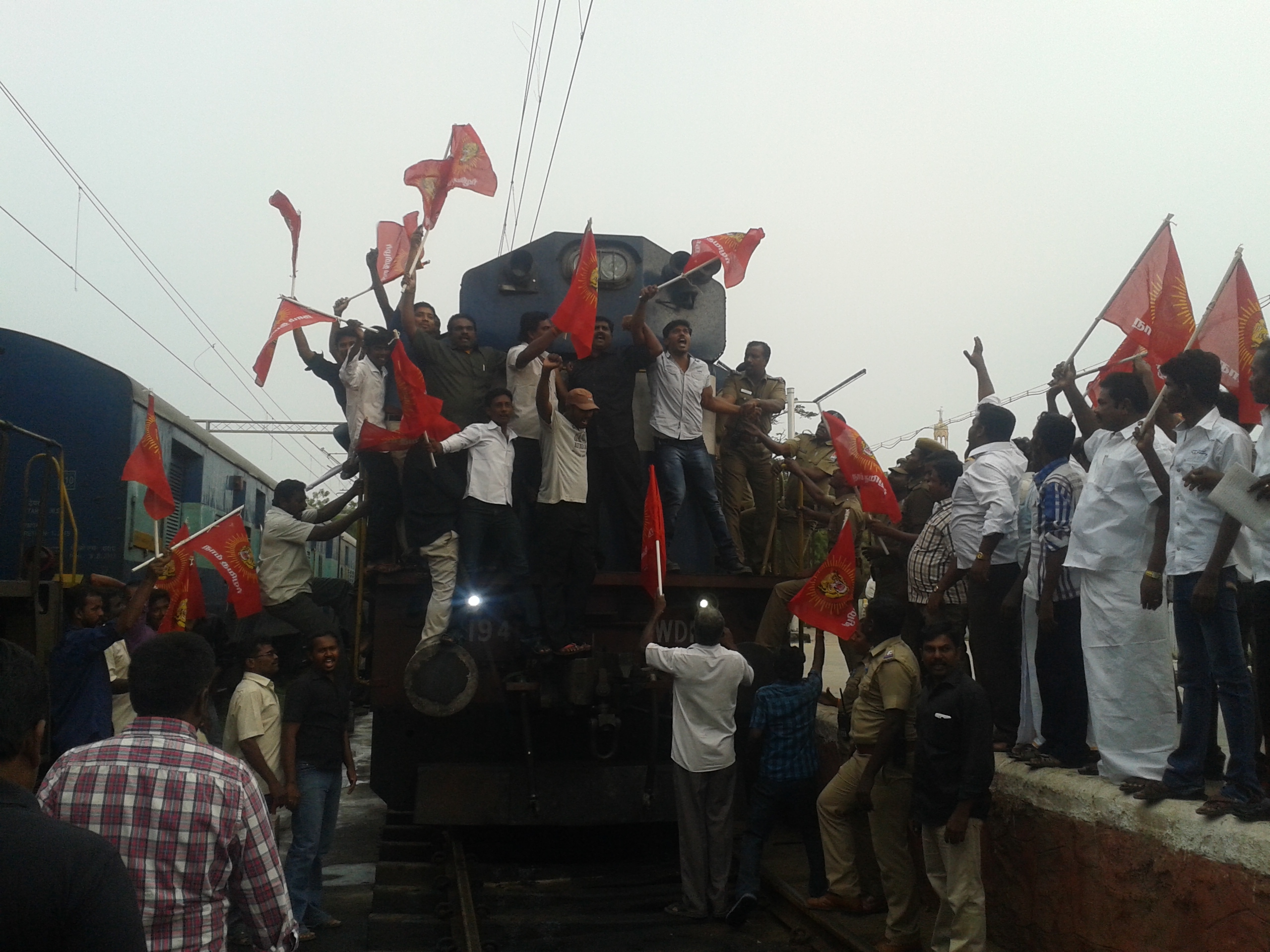 தூத்துக்குடி ரயில் மறியல் போராட்டம் நடைபெற்றது 20131112 161929