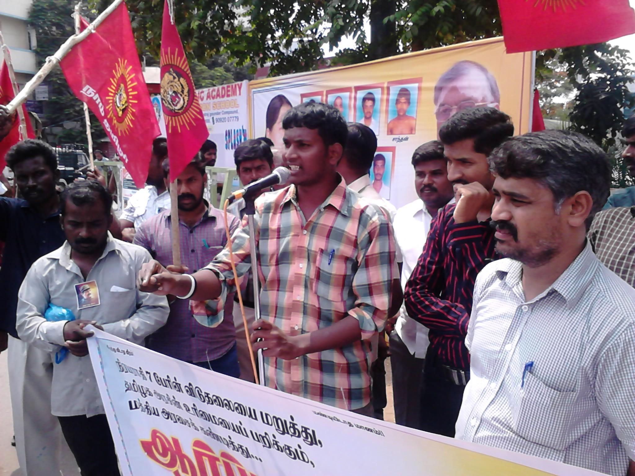 திருப்பூர் மாநகராட்சி முன் மத்திய அரசை கண்டித்து நடந்த ஆர்பாட்டம்! DSC 0042