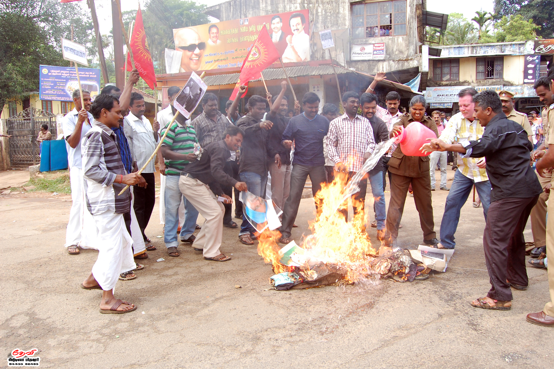 முற்றுகை: நாம் தமிழர் கட்சியினர் 32 பேர் கைது DSC 2506