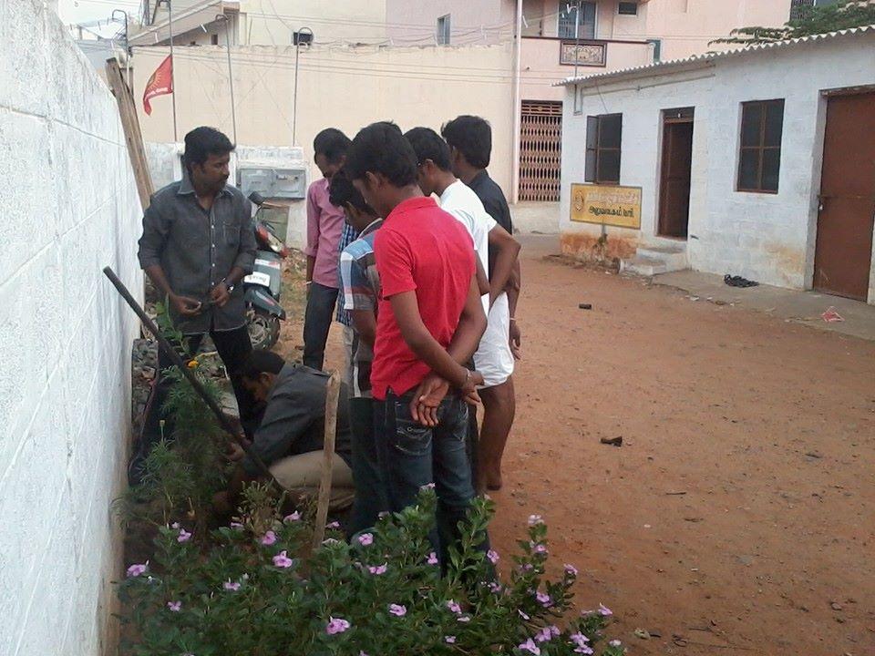 ஈரோடை மாவட்டம் -கோபி ஒன்றிய கலந்தாய்வு மற்றும் மரம் நடும் விழா  27.07.2014 அன்று நடைப்பெற்றது . nt2