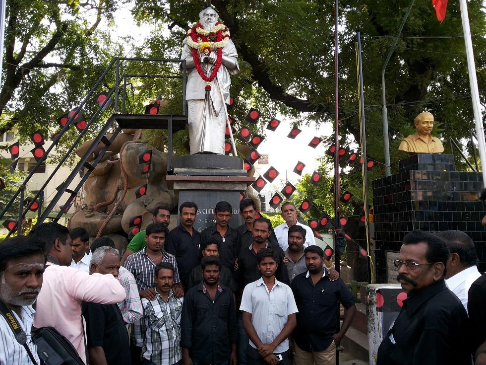 17/09/2014 அன்று தந்தை பெரியாரின் 136-வது பிறந்த நாள் விழாவையொட்டி பெரியாரின் சிலைக்கு மாலை அணிவிக்கப்பட்டது. periyar 2