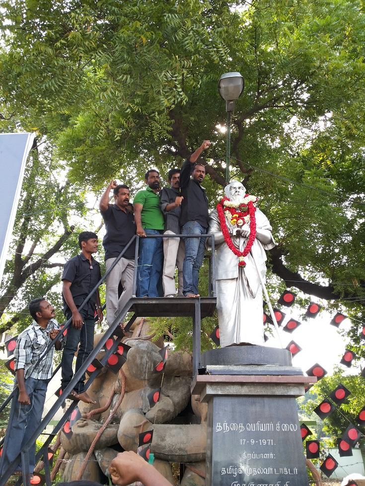 17/09/2014 அன்று தந்தை பெரியாரின் 136-வது பிறந்த நாள் விழாவையொட்டி பெரியாரின் சிலைக்கு மாலை அணிவிக்கப்பட்டது. periyar 3